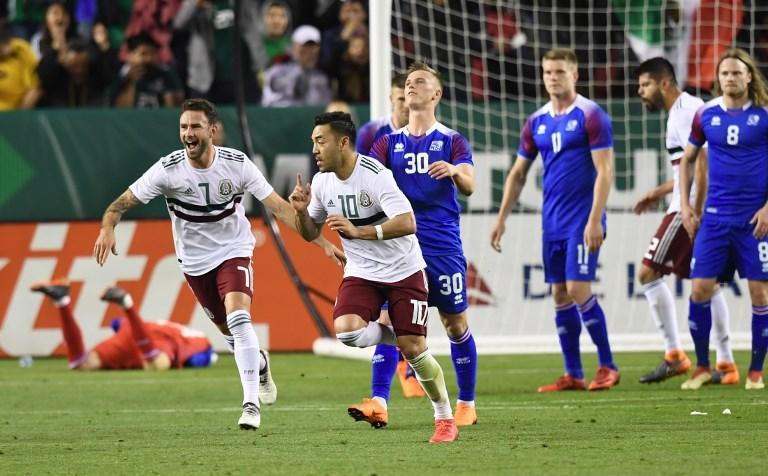 Festejo de Marco Fabián por su gol contra Islandia