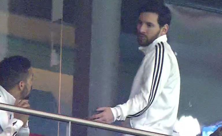Messi yéndose del estadio