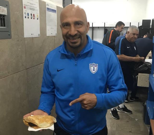 Óscar Pérez con un paste