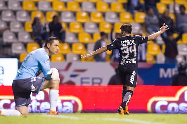 Palacios celebra su gol contra el Puebla