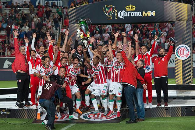 Necaxa celebra la Copa MX