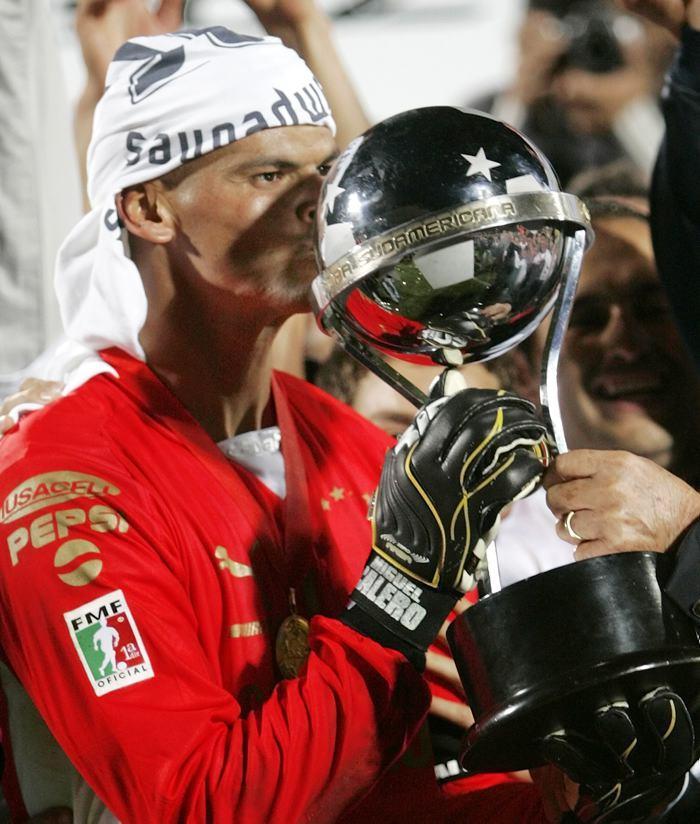 Calero con la Copa Sudamericana