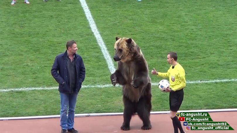 Oso Tim en un partido entre Masjoek vs Angoesjt