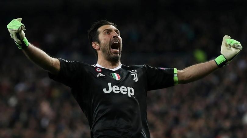 Gianluigi Buffon festeja un gol