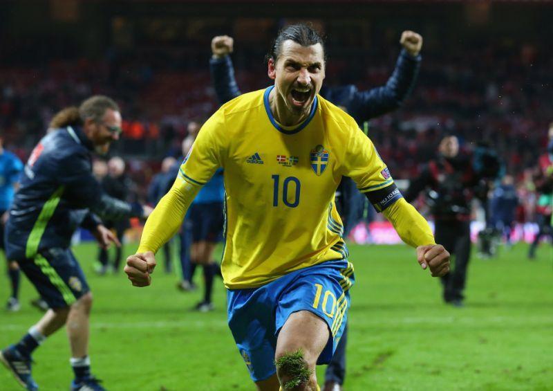 Zlatan festeja gol con la selección