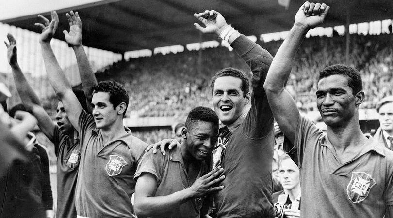 Pele llorando con Gilmar cuando ganó su primer Mundial.