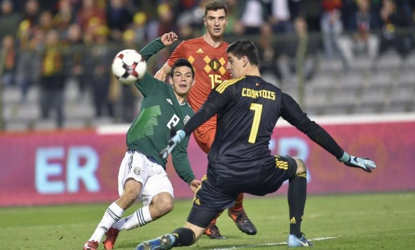 Lozano haciendole gol a Courtois