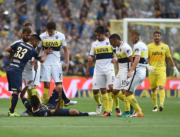 Los jugadores de Boca increparon a Teófilo Gutiérrez luego de hacerles el gesto de la banda de River Plate.