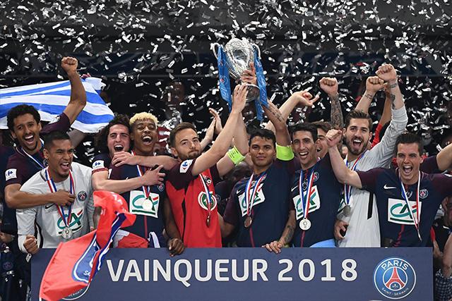 Thiago Silva le permitió a Sebastien Flochon levantar la Copa de Francia