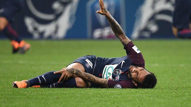 Dani Alves lesionado con el PSG