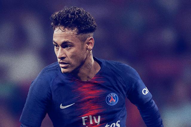 Neymar con el nuevo jersey del PSG