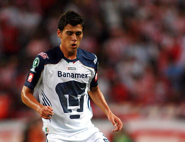 Hector Moreno con Pumas