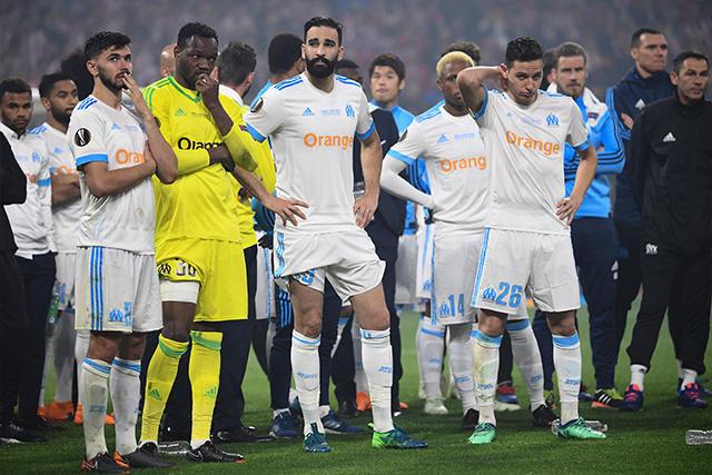 Jugadores del Marsella después de la derrota en la final de la Europa League