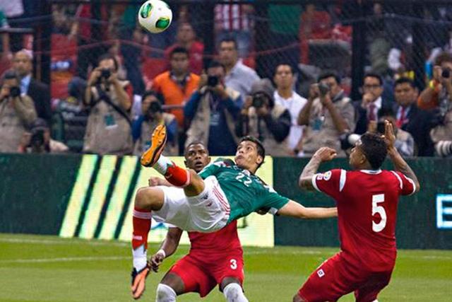 Gol de chilena de Raúl Jiménez
