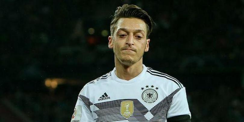 Özil podría ser baja de la selección alemana