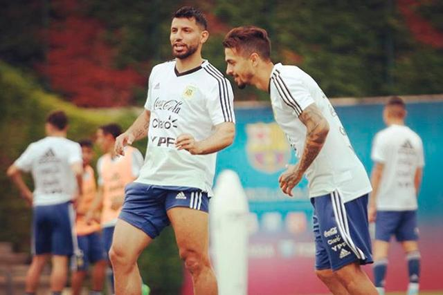 Sergio Agüero y Manuel Lanzini