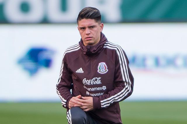 Jonathan González en un entrenamiento con México