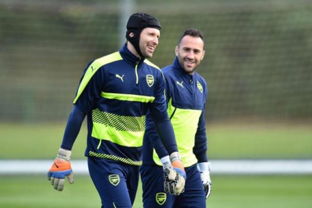 Petr Cech y David Ospina