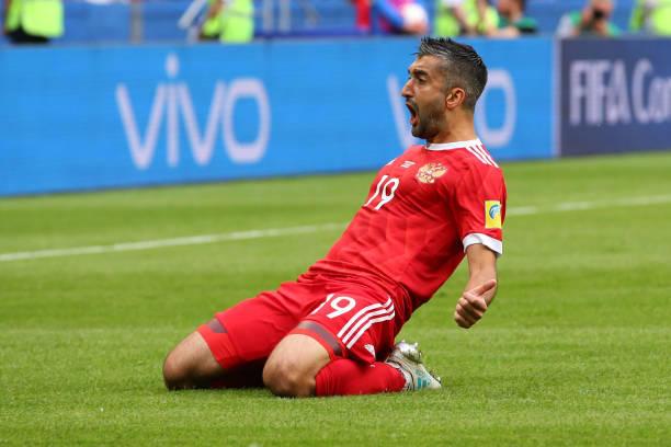 Samedov Festeja un gol con la selección rusa