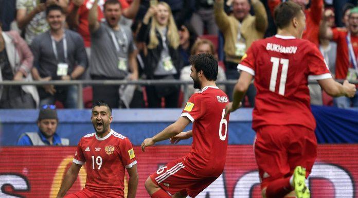 Samédov después de meterle gol a México en la Confederaciones