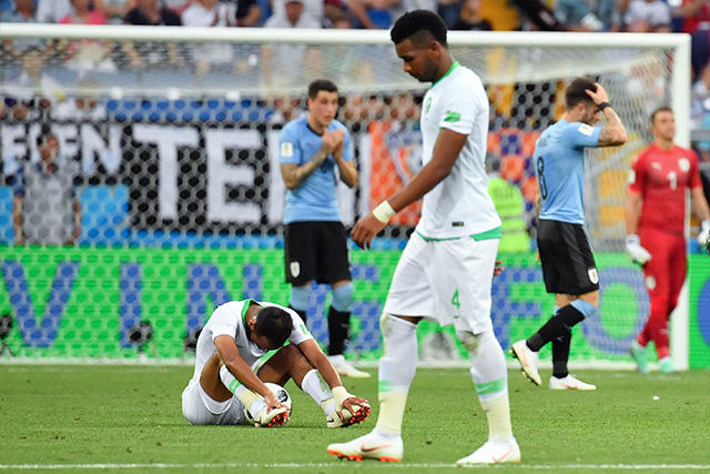 Jugadores de Arabia y Uruguay