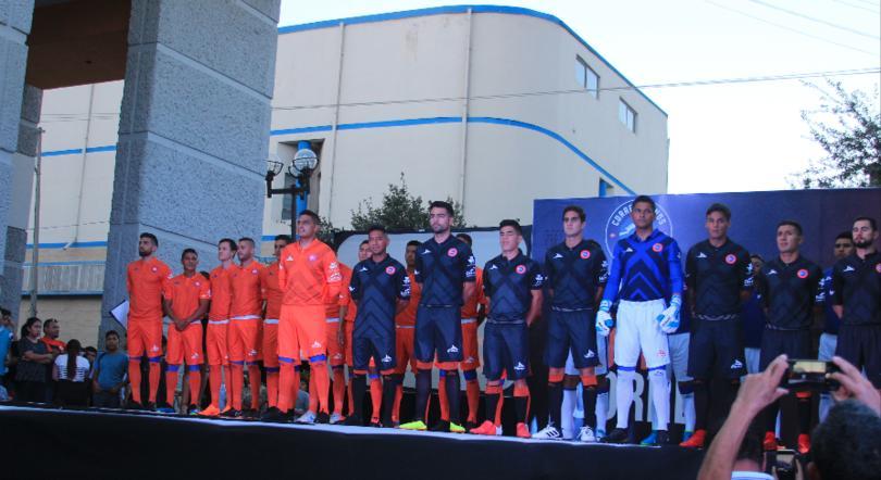 La nueva indumentaria de Correcaminos fue presentada en una exhibición única. Afición y sociedad juntos en el corazón de la capital de Tamaulipas.