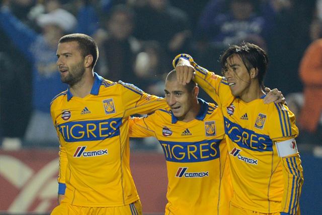 Emmanuel Villa, Danilinho y Lucas Lobos