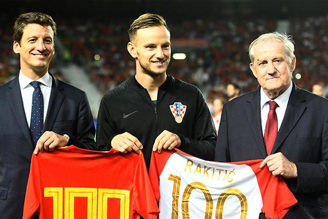 Homenaje a Rakitic por sus 100 partidos con Croacia