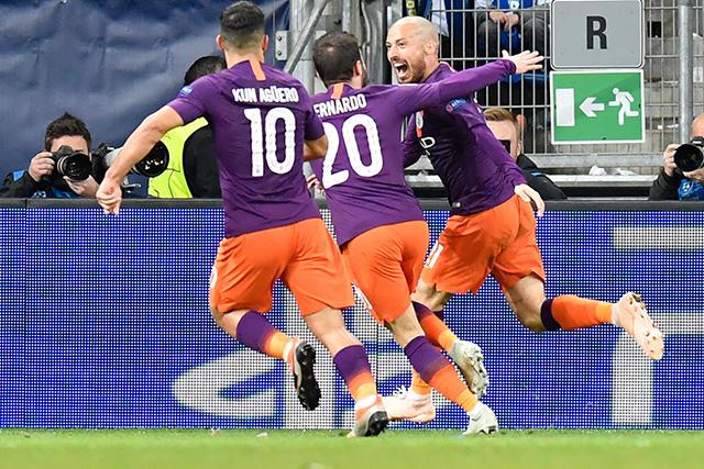 Silva celebra con sus compañeros el gol del triunfo