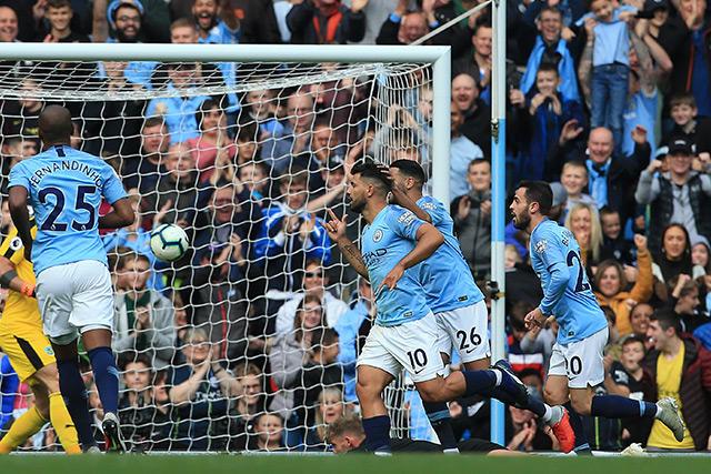 Sergio Agüero celebra su gol contra el Burnley