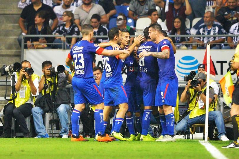 Jugadores celebrando un gol