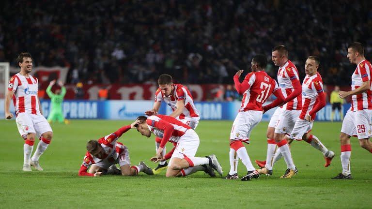 Los jugadores celebrando un gol