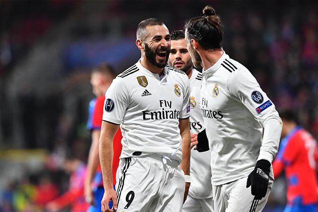 Karim Benzema celebra su gol contra el Viktoria Plzen