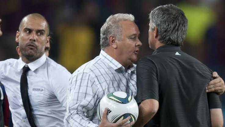 Guardiola y Mourinho peleando