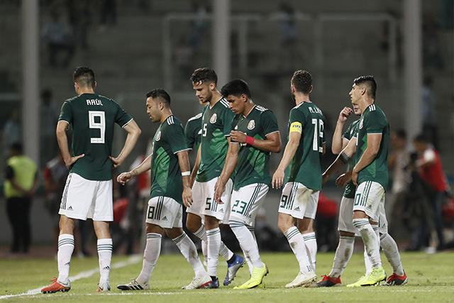 Jugadores de México al medio tiempo contra Argentina