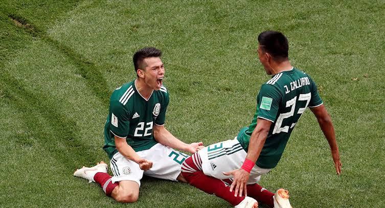 Lozano y Gallardo celebrando el gol contra Alemania