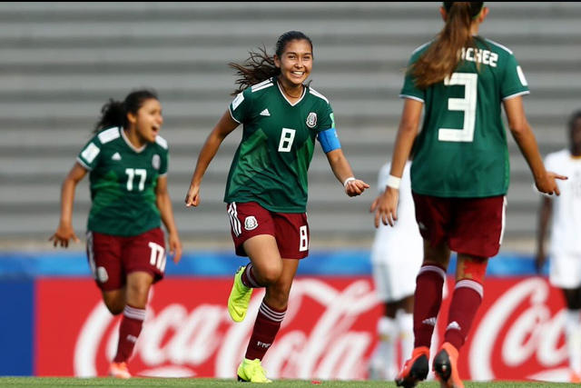 Nicole Pérez celebra su gol contra Canadá