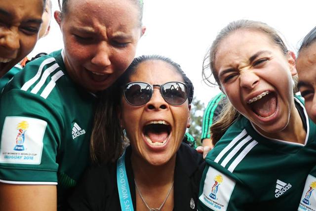 Mónica Vergara y sus jugadoras
