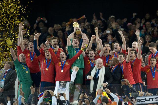 España recibe el trofeo de Campeón del Mundo en 2012