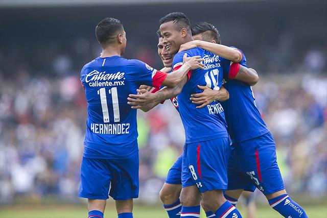 Elías Hernández celebra con Andrés Rentería