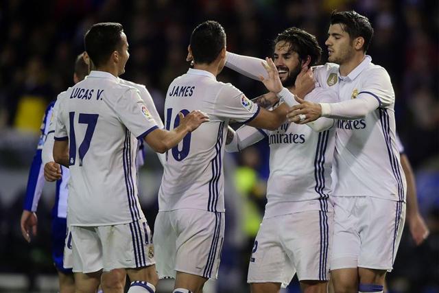 Lucas Vázquez, James, Isco y Morata celebran un gol