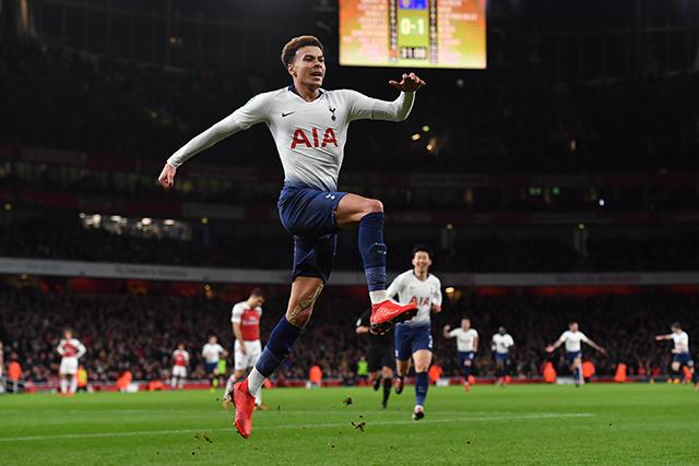 Dele Alli celebra su gol contra el Arsenal