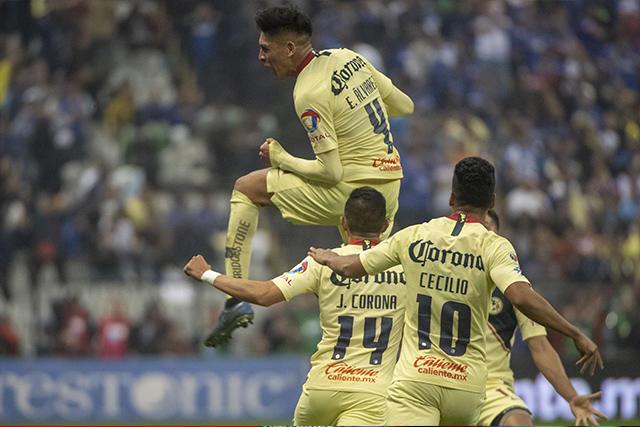 Cecilio celebra el gol de Edson Álvarez