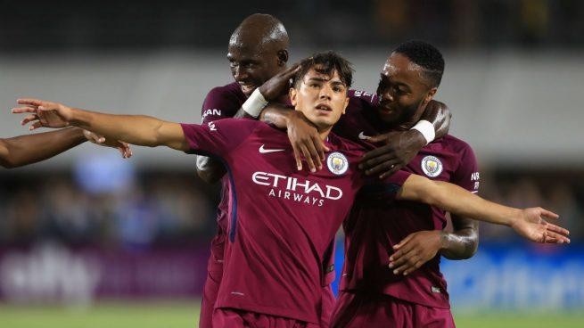Brahim Díaz festejando un gol con la playera del city