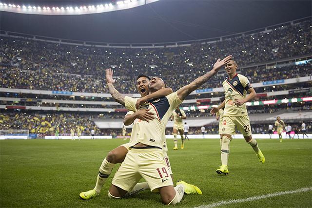 Aguilera celebra su gol con Cecilio