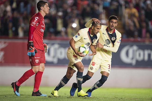 Cecilio celebra gol contra el Necaxa