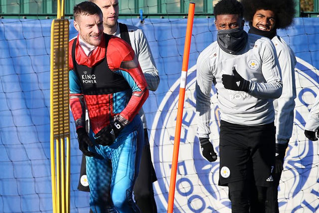 Jamie Vardy disfrazado de Spider-Man en el entrenamiento del Leicester