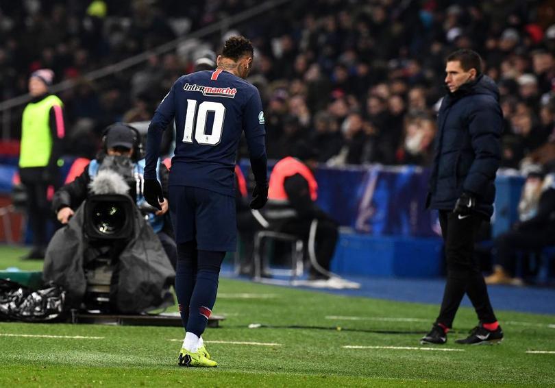 Neymar sale lesionado del partido de Copa