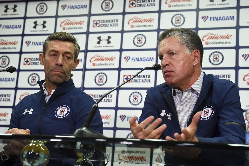 Peláez regaña a Caixinha por la forma en que se dirigió a la prensa.