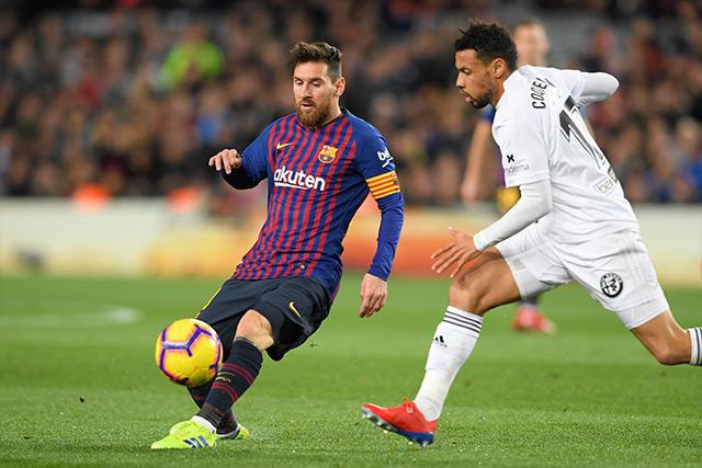 Messi ante la marca de Coquelin